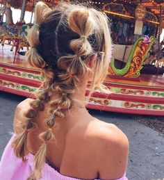 Fun Ideas to Style Your Bubble Braids, HAİR STYLE, cute double side bubble braid summer hairstyle. Box Braids Hairstyles, Concert Hairstyles, Cool Hairstyles, Hairstyle Ideas, Short Summer Hairstyles, Electro Festival Outfit, Festival Hair, Festival Party, Kayley Melissa