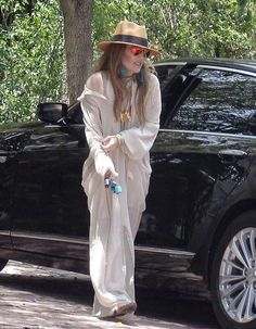 Lisa Marie Presley seen with her three daughters for the first time Elvis Presley Family, Priscilla Presley, Lisa Marie Presley, Royal Baby Party, Three Daughters, Kaia Gerber, Lily Collins, Vanessa Hudgens, Miranda Kerr