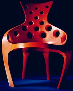 'Throne' Chair. Hewn lime-wood, lacquered and burnished. — John Makepeace