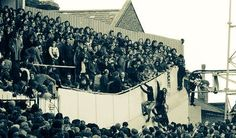Trouble on the end of The Shelf vs Manchester United in 1976 #THFC
