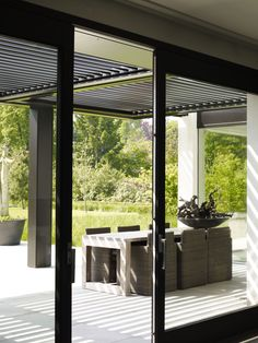 This feeling looking from the spare bedroom pavilion, dining area towards pool? Outdoor Rooms, Outdoor Gardens, Outdoor Living, Contemporary Architecture, Architecture Details, Exterior Design, Interior And Exterior, Outside Living, Garden Furniture