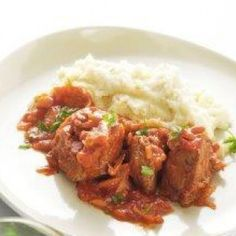 Beef stew with mashed Greek Recipes, Tandoori Chicken, Stew, Food And Drink, Meat, Ethnic Recipes, Party, Kitchens, Fiesta Party