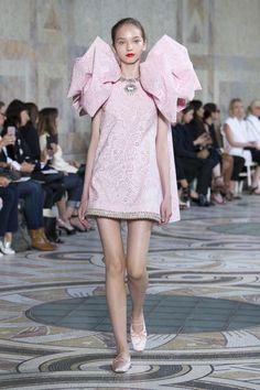 #Giambattista #fashion #Koshchenets Giambattista Valli | Haute Couture - Autumn 2017 | Look 14