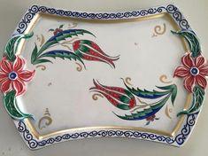 We LOVED this tray 🌸🧿 # tile # classicist # çinitepsi . Pottery Teapots, Pottery Plates, Ceramic Tile Art, Ceramic Bowls, Greek Pottery, Pottery Barn, Barn Pictures, Art Day, Tea Pots