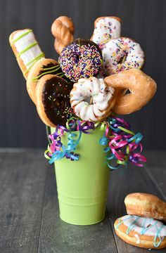 Donut Bouquet Gift Idea-How to Make a Doughnut Bouquet. This donut bouquet makes a perfect gift for birthdays, graduations, h… – diy decoration Cute Gifts For Friends, Best Friend Gifts, Best Gifts, Cheap Birthday Gifts, Birthday Fun, Friend Birthday, Birthday Quotes, Simple Gifts, Cool Gifts