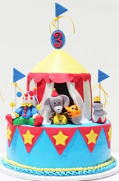Buttercream cake with fondant details/ figures. base, 2 layer tent with the Wilton cupcake mold as top of tent! Based on cake by Sachi Cakes. Carnival Birthday Cakes, Circus First Birthday, Circus 1st Birthdays, Circus Carnival Party, Carnival Parties, Circus Theme, Fondant Cakes, Cupcake Cakes, Cupcake Mold