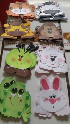 Gafetes animalitos Activities For Kids, Crafts For Kids, Arts And Crafts, Map Crafts, Kindergarten Crafts, Class Decoration, Baby Shower Fun, Finger Puppets, Animal Crafts