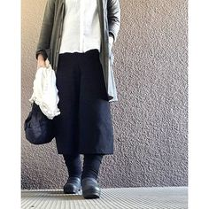 ekokupu2016/02/27 今日は眉毛の書き方習いに行ってきますー。 昨日ミュージックステーションを見たので、嵐の曲、復活loveが頭の中をずーっと、ぐるぐるしております。いい曲!  黒コート 白ストール グレーカーディガン 白シャツ 黒パンツ ダンスコ➕靴下5枚  #冷えとり#ひえとり#冷えとりコーデ#今日の服#今日のコーデ#コーデ#コーディネート#fashion#coordinate#ootd#outfit dansko#ダンスコ#ブラック同好会
