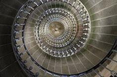 Escalier hélicoïdal de 257 marches (vue du bas) - Phares des baleines Charente-Maritime France