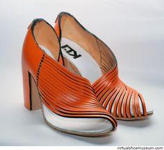 Kinetic shoe