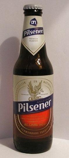 Cerveja Albert Heijn Pilsener, estilo German Pilsner, produzida por Dommelsch, Holanda. 5.2% ABV de álcool.