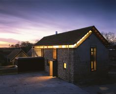 Bucknall House by Proctor and Matthews Architects The new roof hovers over the converted barn, which creates the two storeys required to deliver the first floor accommodation. Manor Farm, Converted Barn, Modern Barn, House Extensions, Home Look, Open Plan, Cottage, Mansions, House Styles