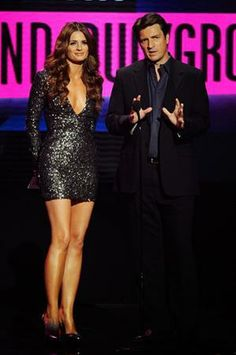 Stana Katic Photos Photos - Actress Stana Katic (L) and actor Nathan Fillion speak onstage during the 2010 American Music Awards held at Nokia Theatre L. Live on November 2010 in Los Angeles, California. - 2010 American Music Awards - Show Castle Tv Series, Castle Tv Shows, Castle Abc, Stana Katic Hot, Nathan Fillon, Richard Castle, Castle Beckett, Actrices Sexy, American Music Awards