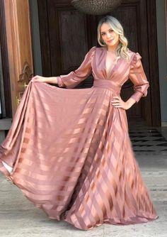 Elegant Dresses For Women, Stylish Dresses, Simple Dresses, Pretty Dresses, Beautiful Dresses, Indian Gowns Dresses, Indian Fashion Dresses, Fashion Outfits, Classy Dress