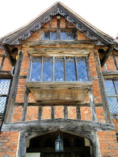 Dorney Court, Buckinghamshire, a great example of Elizabethan architecture (near Windsor & Eton) Medieval Houses, Medieval Town, English Architecture, Architecture Details, Historical Architecture, Tudor Decor, Chateau Medieval, Tudor House, Tudor Style