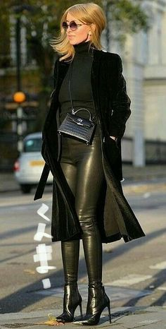 I still wear the pants in the family, sometimes. I actually prefer dresses! Shiny Leggings, Leggings Are Not Pants, Leather Pants Outfit, Leather Trousers, Hot Outfits, Looks Cool, Leather Fashion, Women Wear, Lady