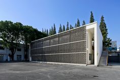 A screen of hollow concrete bricks allows light through the facade of this student shower and changing facility at a Shanghai technical college. Brick Architecture, Education Architecture, Chinese Architecture, Architecture Student, Shanghai, Concrete Bricks, Facade Design, Modern Buildings, Building Design