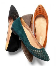 Flats with arch support DO exist! See Barking Dog Shoes' picks for cute, comfortable flats that will keep your feet happy all day. Best Golf Shoes, Womens Golf Shoes, Womens Flats, Shoes Women, Loafers Women, Women's Loafers, Ladies Shoes, Comfortable Work Shoes, Flats With Arch Support