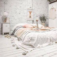 Floor Bed Ideas: whitewash the room