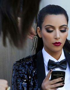 10 make up ideas for New Year's Eve: Kim Kardashian's brown smokey eys with red lips | #beauty #makeup #party