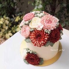 3D flower buttercream cake