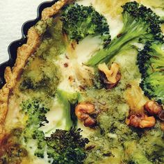 Ruby Tandoh's broccoli and gorgonzola quiche, with nutty wholemeal pastry, is a gorgeous vegetarian bake. It's perfect for a special picnic or for entertaining a crowd. Picnic Pie Recipe, Cheese And Onion Pie, Jamie Oliver Chicken, Broccoli Quiche, Vegetable Pie, Gorgonzola Cheese, Homemade Pastries, Vegetarian Bake, Quiche Recipes