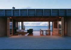 Architect Ken Crosson& seductively simple bach on Otama Beach won our Home of the Year award in 2003 and the Home of the Decade title in Plane 2, New Zealand Beach, New Zealand Holidays, Design Living Room, Design Bedroom, Living Area, Modern Architecture House, Sustainable Architecture, Residential Architecture