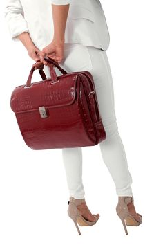 #womensfashion #women #womensstlye #bag #leather #girlpower #shoulderbag #business #sophisticated #professional