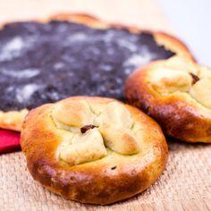 Plněné moravské koláče bezlepkové Raw Vegan, Bagel, Gluten Free, Bread, Baking, Fruit, Recipes, Food, Diet