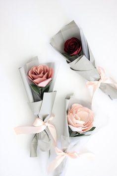 Single Flower Bouquet — Handmade by Sara Kim Single Flower Bouquet, Flower Bouquet Diy, Bouquet Wrap, Paper Bouquet, Boquette Flowers, How To Wrap Flowers, Paper Flowers Diy, Flower Wrap, Wedding Flowers
