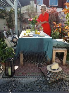 Style Your Outdoor Entertaining Space in 4 Steps - With French Connection - WeLoveHome - Home Outdoor Garden Rooms, Garden Spaces, Interior Design Advice, Interior Stylist, Miniature Fairy Gardens, Love Home, Edible Garden, Baskets On Wall, Fashion Room
