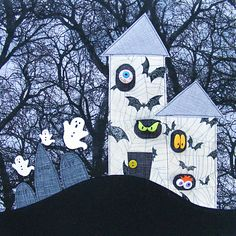 Haunted Houses and Halloween Fun - Including a New Applique Tutorial Halloween Sewing, Fun Halloween Crafts, Halloween Quilts, Halloween Fabric, Halloween Patterns, Halloween Themes, Fall Halloween, House Quilt Patterns, Modern Quilt Patterns
