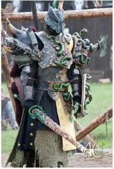 Conquest of Mythodea Fantasy Play, Fantasy Armor, Fantasy Weapons, Crazy Costumes, Amazing Costumes, Conquest Of Mythodea, Costume Armour, Larp Armor, Armadura Medieval