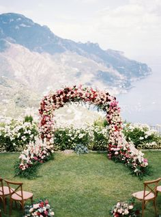 Wedding Flower Decoration who don't want to get married in this ceremony location? What an amazing wedding ceremony setup! A huge floral wedding arch with a lot of roses in awhite, marsala and blush wedding color palette.This beautiful view is a dream! Wedding Ceremony Ideas, Ceremony Backdrop, Wedding Ceremony Arch, Ceremony Seating, Backdrop Wedding, Wedding Ceremonies, Martha Stewart Weddings, Blush Wedding Colors, Wedding Flowers