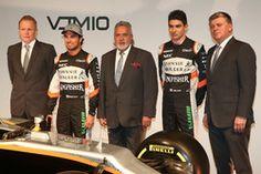 Andy Green, Sergio Pérez Vijay Mallya, Esteban Ocon y Otmar Szafnauer con el Sahara Force India VJM10