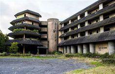 """Açores - Visita guiada a hotel abandonado quer """"despertar consciências"""""""