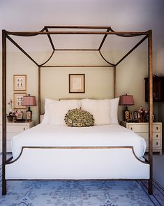 Love this classic & simple bedroom. And the lamp finials of course!