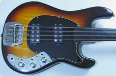Music Man / Sabre Fretless / 1979 / Sunburst / Vintage Bass
