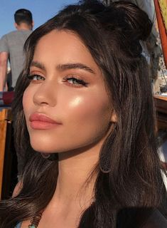 35 Lovely Natural Smoky Eyeshadow Makeup Ideas to Make You Look Great - Make Up - Dewy Makeup Look, Nude Makeup, Hair Makeup, Peachy Makeup Look, Soft Makeup Looks, Fresh Makeup, Clean Makeup, Simple Makeup, Natural Summer Makeup