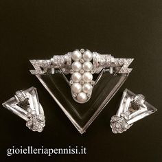 Art Deco white gold diamond and pearl parure. Comprising a brooch and a pair of earrings. 1930 c.a