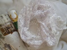 A beautiful and fashionable triangle elderflower lace scarf. This scarf comes in two colours, either purple or white. A very delicate and feminine scarf, a must for any ladies collection.