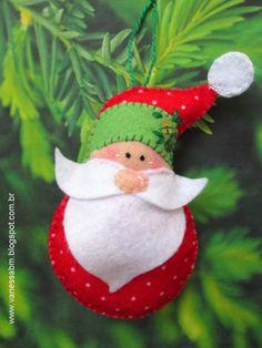 Aprenda a fazer um enfeite de Papai Noel em feltro para a sua árvore de Natal. Passo a passo e moldes grátis numa parceria entre Vila do Artesão e Vanessa Biali.