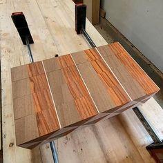 End grain cutting board reveal Unique Woodworking, Woodworking Projects That Sell, Woodworking Techniques, Popular Woodworking, Woodworking Tips, End Grain Cutting Board, Diy Cutting Board, Wood Cutting Boards, Small Wooden Projects