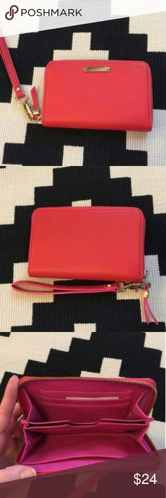 Stella & Dot Chelsea Tech Wallet in Poppy. Very Pretty and Bright Chelsea Tech Wallet in Poppy. Detachable wrist strap and Three card slots and two interior pockets. It's in good condition. Stella & Dot Bags Wallets
