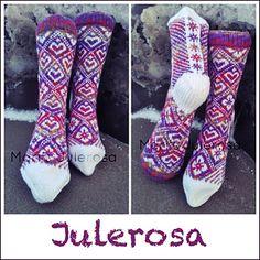 Raverly: Julerosa Sokk by Lill C. Schei