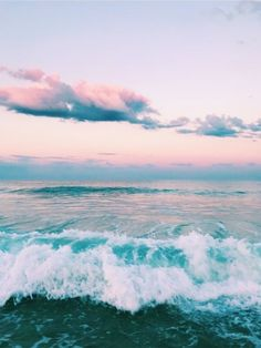 Pretty sunset on the beach. Pink orange sunset over a green turquoise ocean. Summer vacation at the beach. Collage Mural, Photo Wall Collage, Picture Wall, Travel Photography Tumblr, Beach Photography, Vsco Photography Inspiration, Photography Tips, Moonlight Photography, Scenic Photography