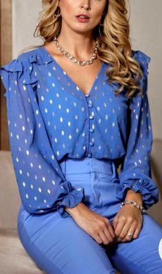 Outfit Goals, Modest Dresses, Sewing Clothes, Shirt Blouses, Ideias Fashion, Womens Fashion, Fashion Trends, Chiffon, Ruffle Blouse