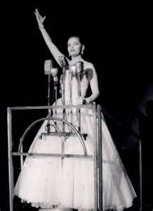 Evita Original Broadway Show 0pened at the Broadway Theatre on 25 September 1979 and closed on 26 June 1983. Patti LuPone as Eva & Mandy Patinkin as Che