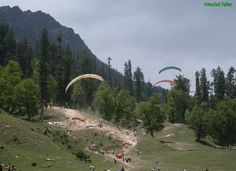 Holiday ideas in Himachal Pradesh can take you from a dip to the nature if you are looking for a serene quality time, but if you are an adventure freak, you will surely love paragliding.
