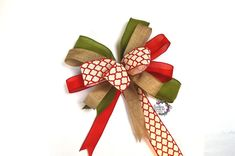 Save those ribbon scraps and make these easy multiple ribbon bows. Making Bows For Wreaths, Easy Fall Wreaths, Christmas Mesh Wreaths, Christmas Bows, Bow Making, Christmas Ideas, Wreath Making, Ribbon Making, Making Goals